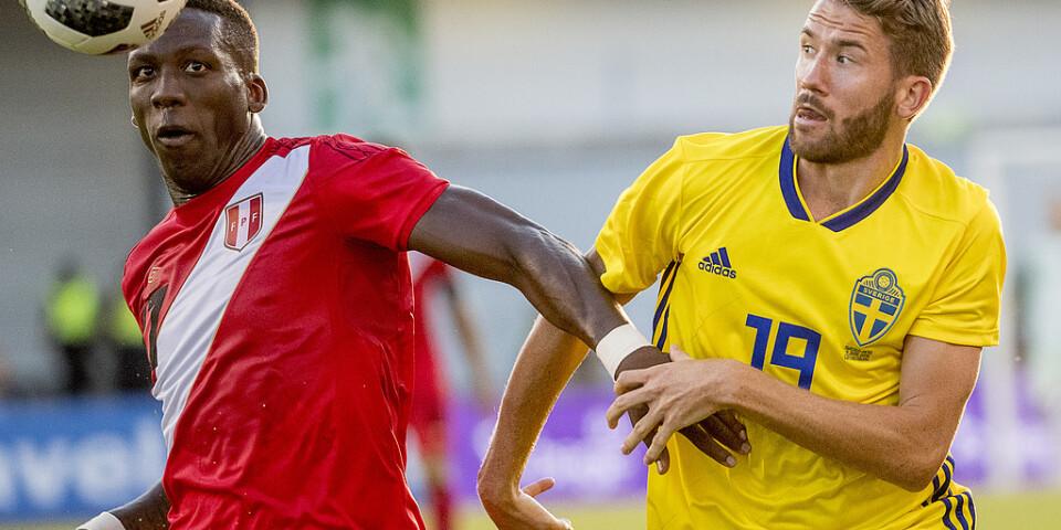 Marcus Rohdén (till höger) i en landskamp mot Peru inför VM sommaren 2018. Arkivbild.