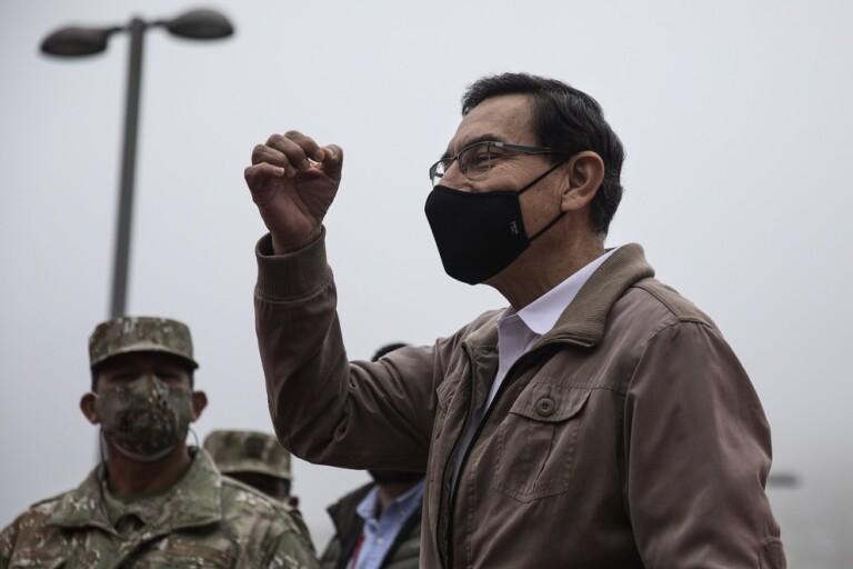 Perus president Martín Vizcarra talar till anhängare tidigare i september.