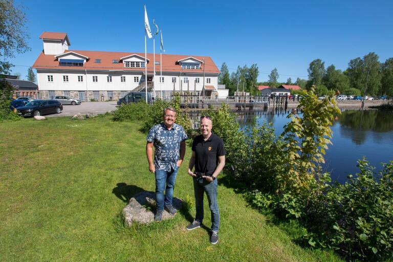 Bruksmiljön är bedårande vacker. Näringsverksamheten här har anor från 1500-talet. Peter Iburg och Patrik Dahlberg vill föra arvet vidare.