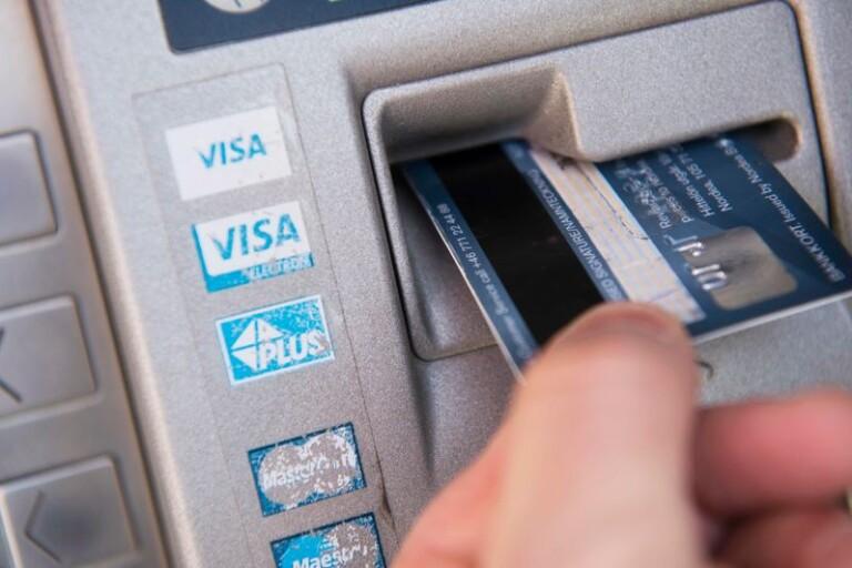 Glömde kontanter i bankomaten - 1 400 kronor försvann