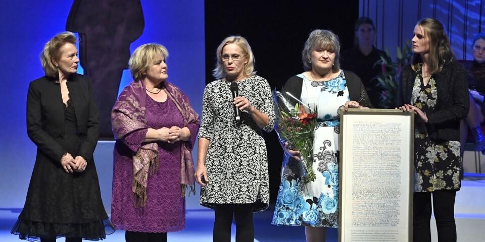 Hederspriset gick till Ilon Wikland priset dogs emot av fyra döttrar och en dotterdotter på Augustpriset 2018 i Konserthuset.