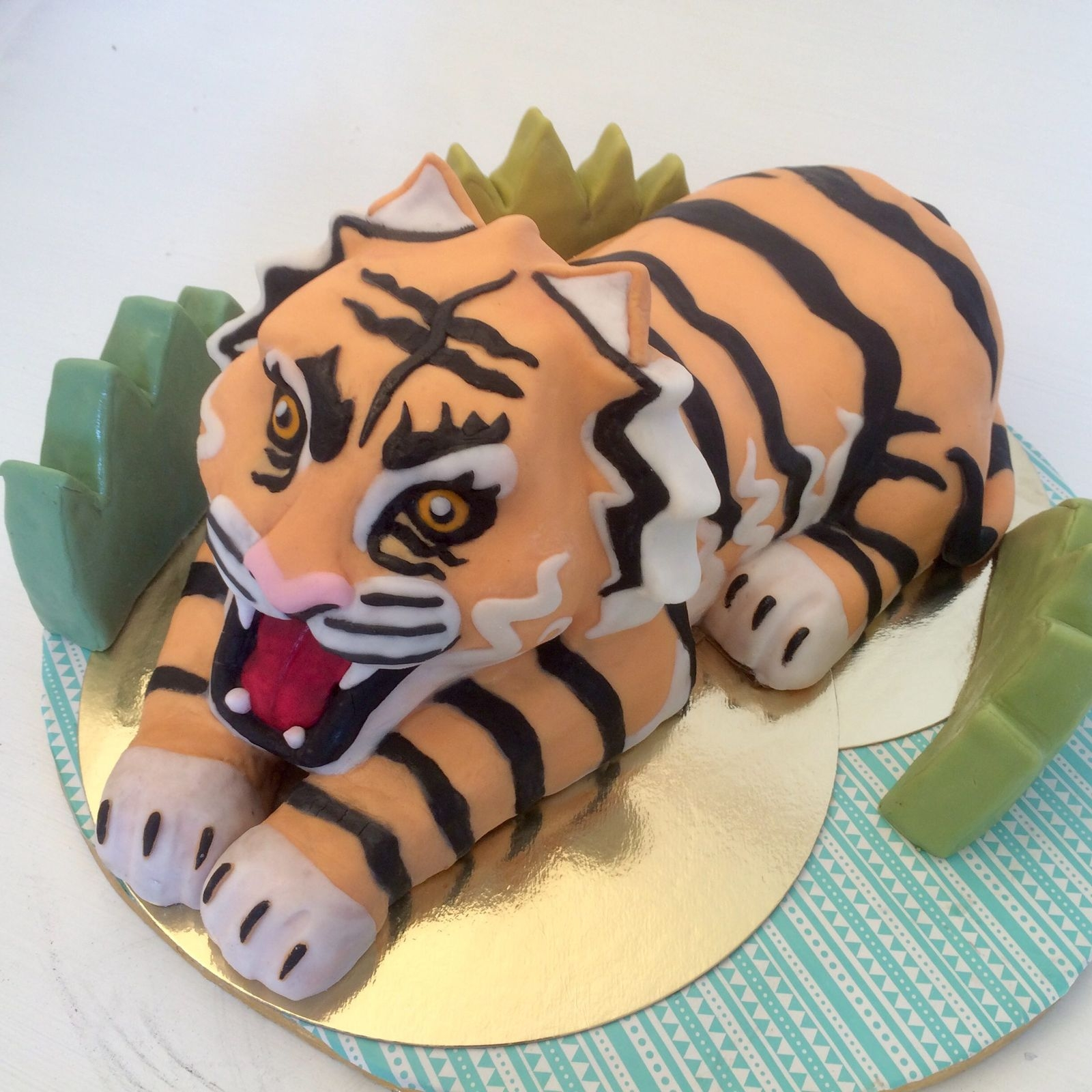 En tårta kan komma i alla former och storlekar, så varför inte som en tiger?