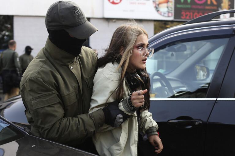 Läcka ger maskerade poliser ansikte i Belarus