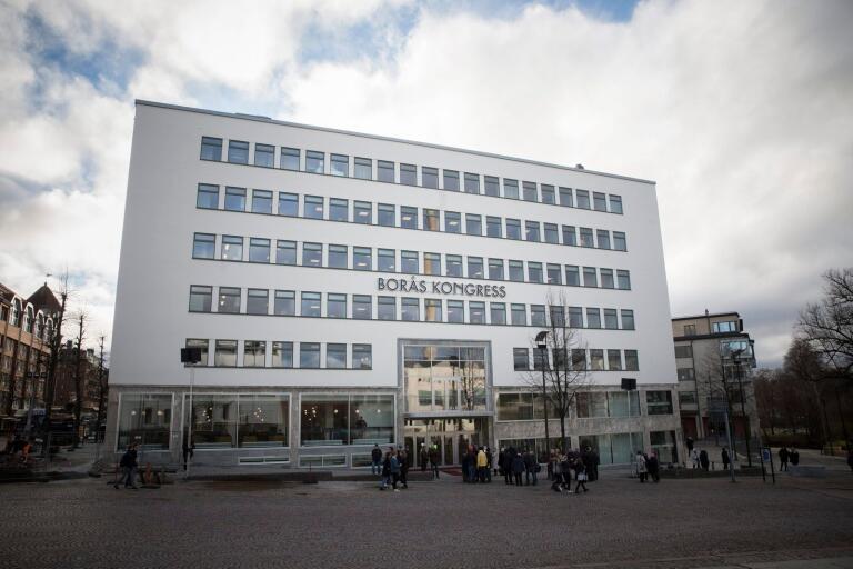 Pampigt och nytt! Borås Kongress, vars verksamhet förvaltas av det kommunala bolaget Akademiplatsen, står tillsammans med Textile Fashion Center för det största underskottet i allt mer tyngda Borås Stadshus AB, 27 miljoner kronor i år.