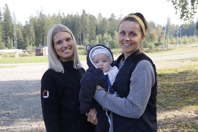 Josephine Haglund och Jeannie Isaksson, med dottern Leia, 4 månader.