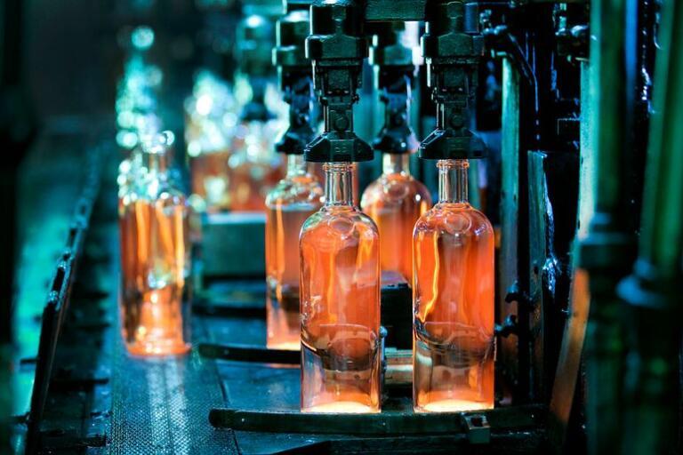 Det nya lagret ska byggas i direkt anslutning till fabriken i Limmared så att glaset kan lagras där i väntan på vidare transport.