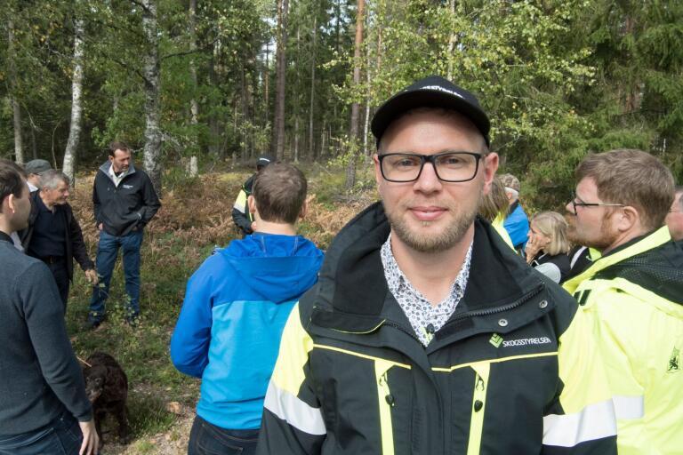 Skogsstyrelsens distriktschef Jerker Bergdahl tycker att samarbetsklimatet har blivit bättre. Under fredagen samlades flera representanter för jägare, skogsägare och myndigheter för att diskutera hur viltvården kan förbättras.