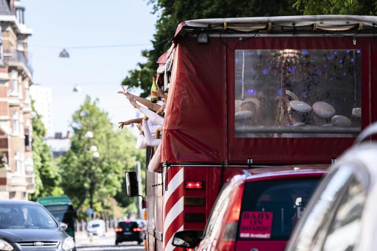 I veckan firade studenter i Malmö genom att åka buss genom staden. Flera studenter har valt att hyra så kallade partybussar i stället för studentflak.