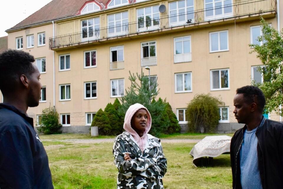 """Abdirahman """"Abdi"""" Ali, Yasmin Mahammud och Adan Mohammed har startat föreningen Framtida Ungdomar. Bland annat har de hjälpt ensamkommande på Brobysjukhuset med praktiska saker och bildat en fotbollsgrupp."""