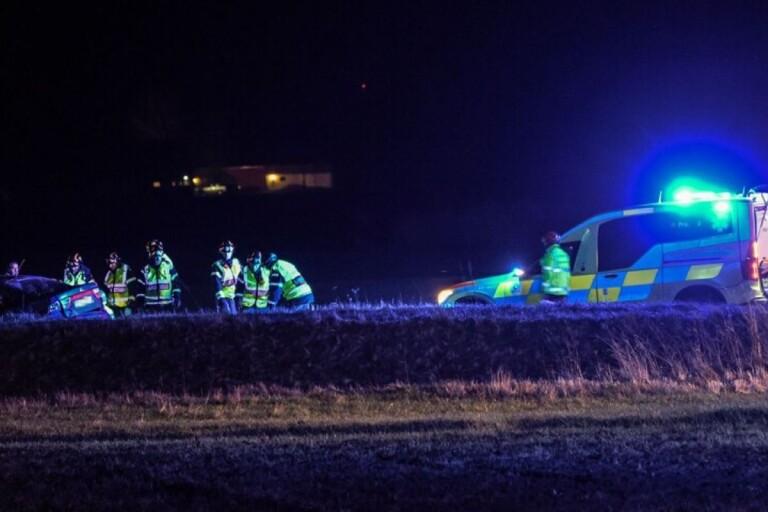 Flera ambulanser kom till olyckan, strax söder om Knislinge.