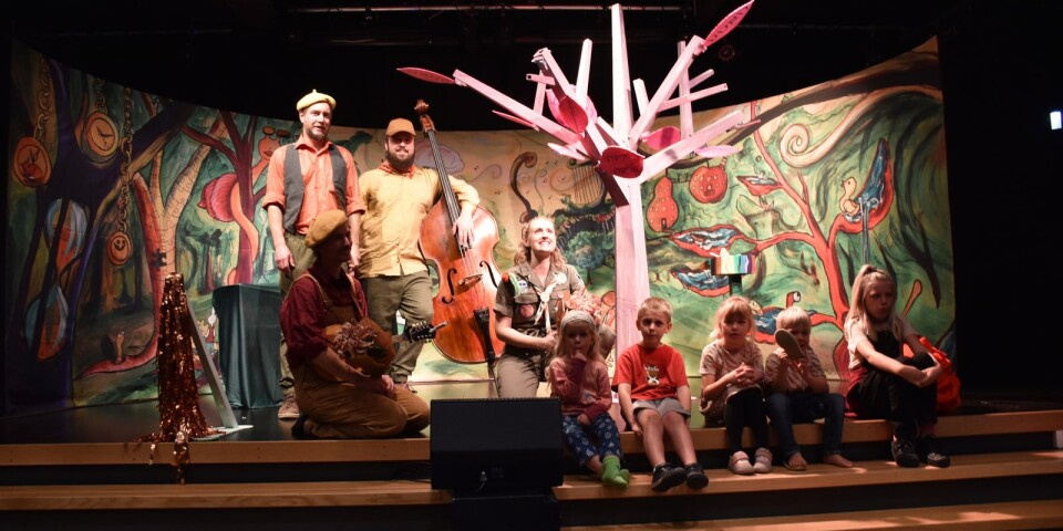 """En del av familjelördagen på Kulturkvarteret var musikteaterföreställningen för barn, """"Dos Verterbuk""""."""