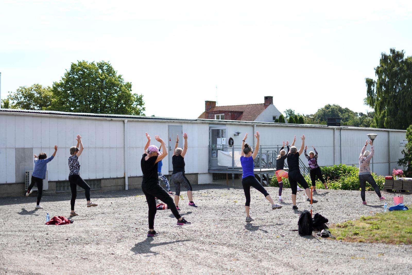 Inomhus har gymmet möblerats om. Eftersom gruppträningen tar plats utomhus kan träningssalen användas för att glesa ut mellan gymmaskinerna.