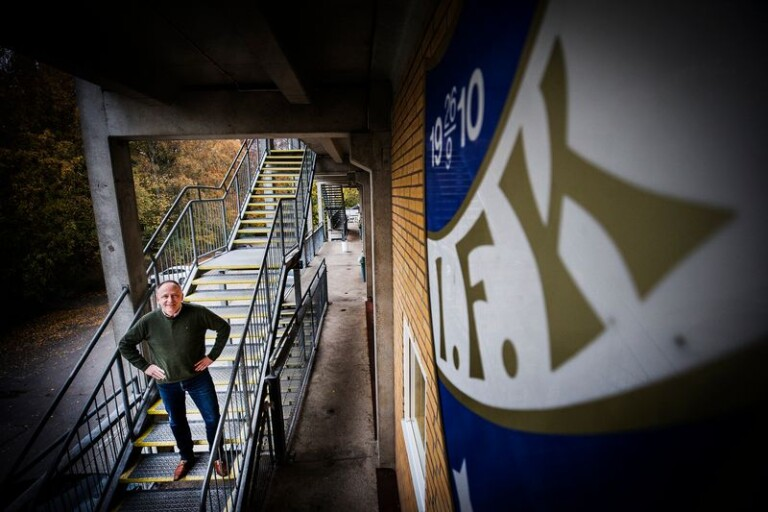 Alf Arnshed, som avgick som ordförande i våras, blickar mot det anrika klubbmärket för IFK Trelleborg, som fyller 110 år på lördagen. Arkivbild.