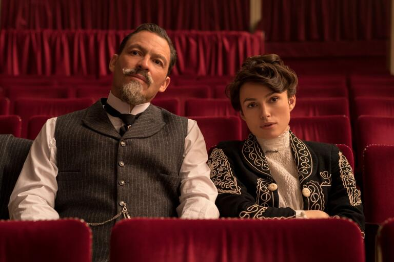 "Dominic West och Keira Knightley i ""Colette."