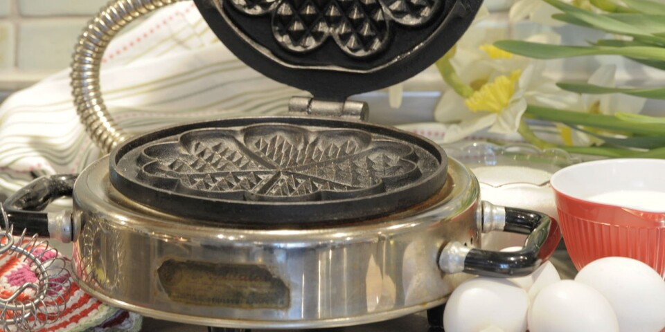 Waffle iron of an older model