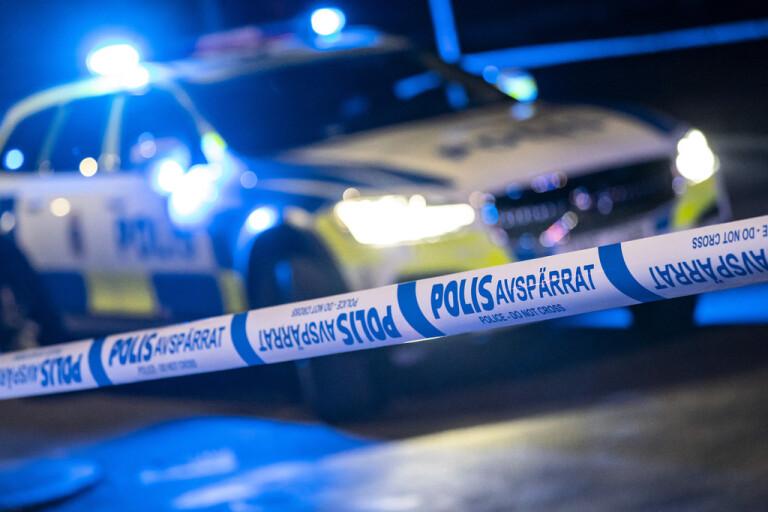 Poliser förda till sjukhus efter biljakt