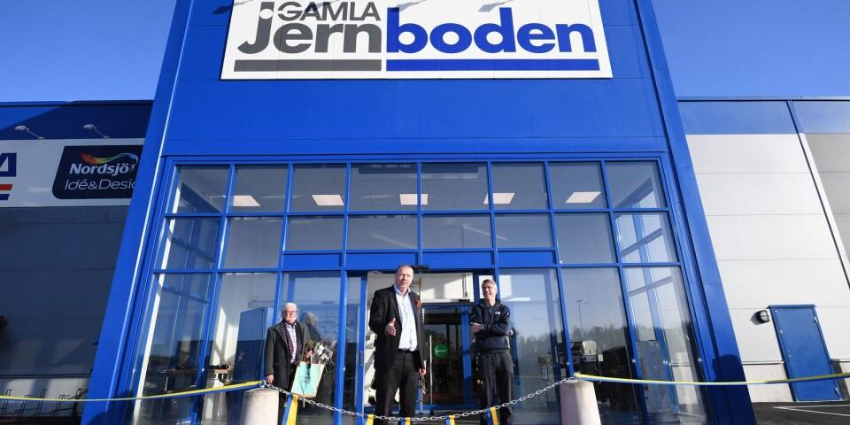 Näringslischef Torbjörn Lind, kommunalråd Roger Fredriksson (M) och Gamla Jernbodens vd Anders Nöjd under invigningen.