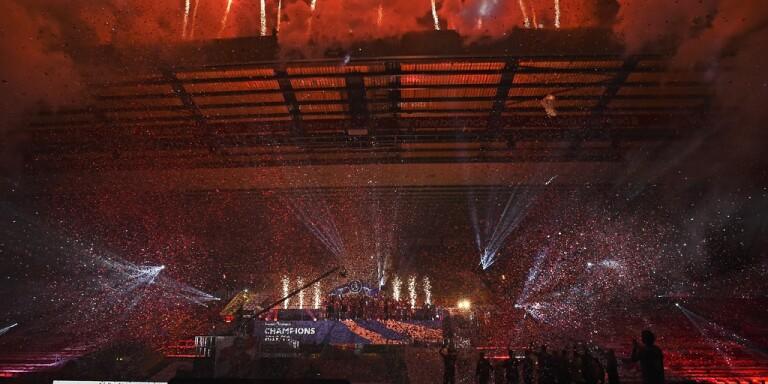 Stora folksamlingar när Liverpool firade