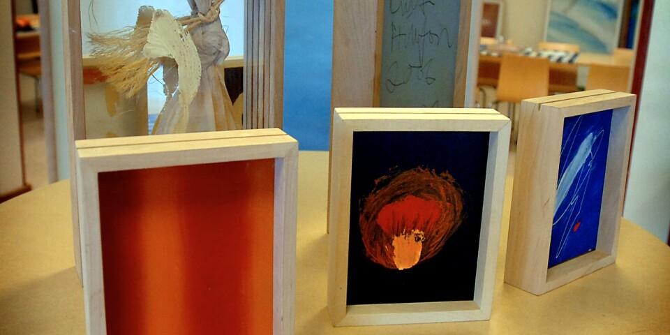 Curt Hillfons verk inför en utställning på Yllan i Kristianstad, 2006.