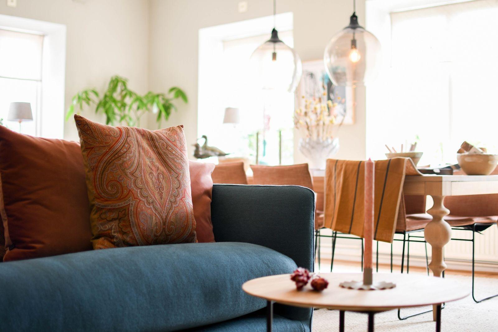 Möbler och inredningsdetaljer, tillsammans med konst och keramik, är vad kunderna hittar hos CanCan.