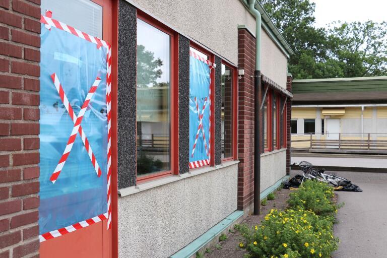 Det är inte första gången Ljungnässkolan utsätts för skadegörelse, den här bilden togs förra sommaren då skolan var utsatt vid ett flertal tillfällen.