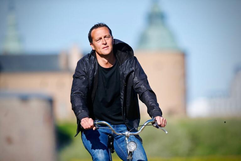Som sportchef i svensk elitfotboll har Svante Samuelsson haft en betydelsefull position när fotbollen nu startar upp.