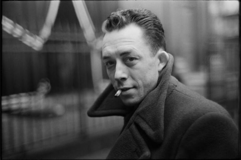 """Albert Camus skrev """"Pesten"""" efter andra världskrigets slut. Under Coronapandemin har boken fått förnyad aktualitet."""