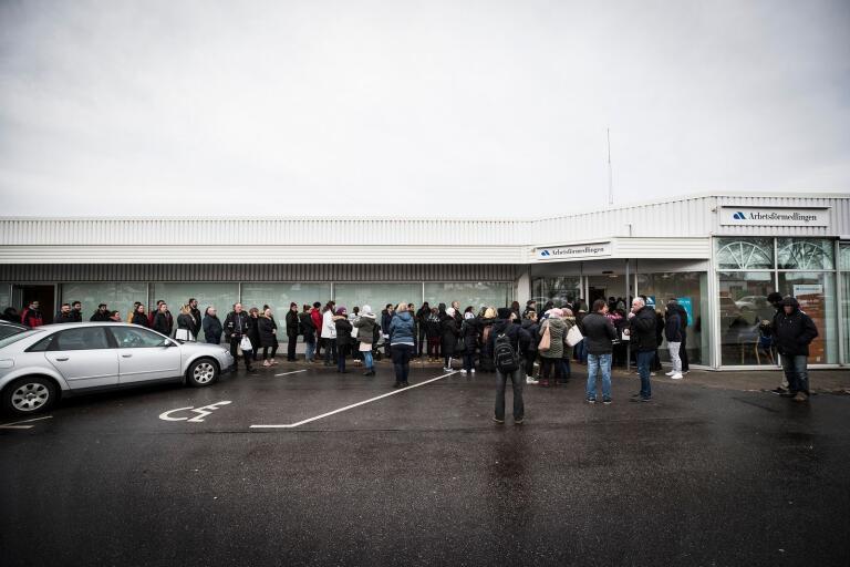 Först i slutet av mars kommer beskedet om kontoret i Trelleborg får vara kvar.