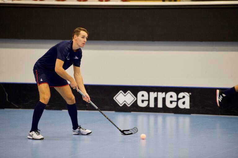 Johan Roos har avtjänat sin avstängning och är tillbaka i Växjö Vipers trupp.