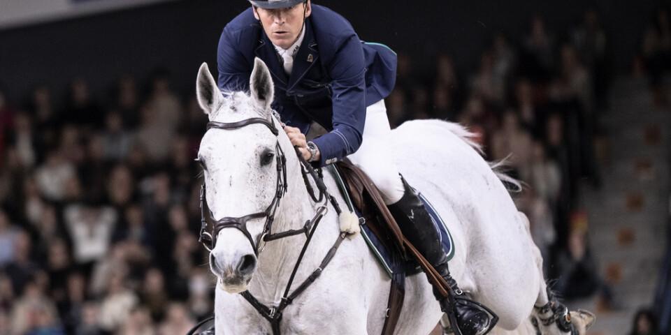 Det blev en tredjeplats i St Tropez för Peder Fredricson och hans häst Catch Me Not S. Arkivbild.