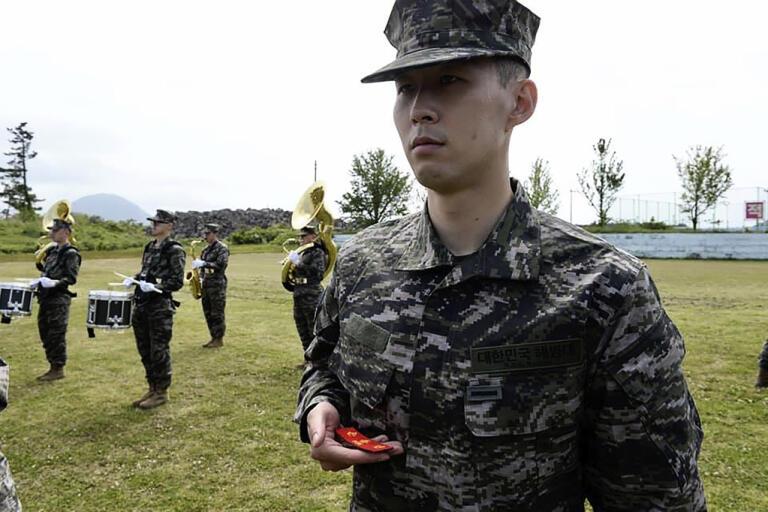 Son Heung-min under militärtjänstgöringen för marinkåren.