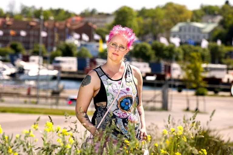 Lindha Holmqvist är nyutexaminerad stödpedagog. Nu ser hon fram emot att få omsätta sina kunskaper i praktiken genom jobbet som elevassistent.