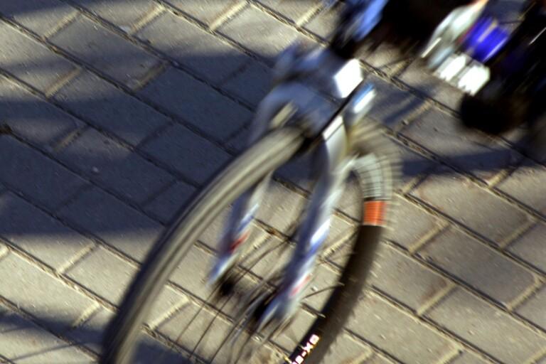 Misshandel: Cyklist nedslagen av ungdomar