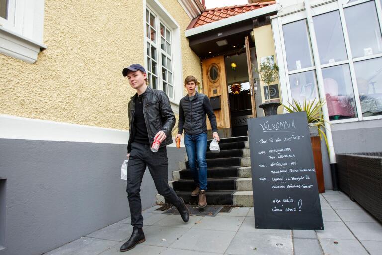 D&J sallad & fitnessbar, som drivs av Dervis Demitras och Jonathan Andersson, har haft fullt upp under våren.
