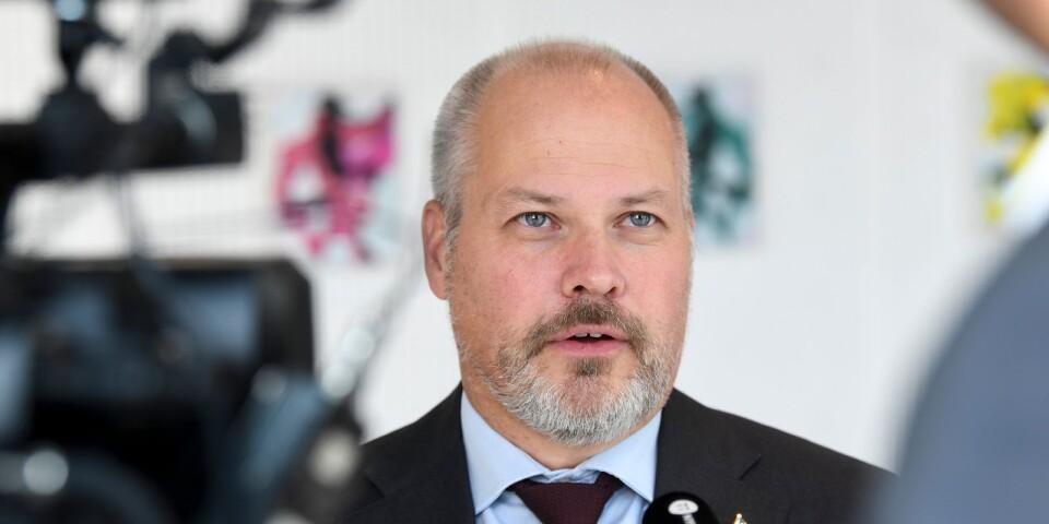 """Även om S tidigare motsatte sig förslaget medger nu justitieministern Morgan Johansson (S) att trakasserier och stölder """"är ett arbetsmiljöproblem""""."""