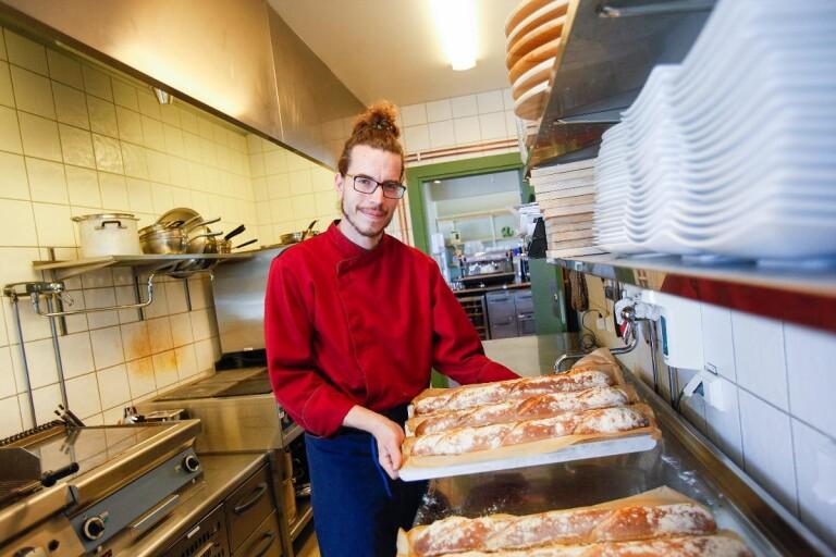 Han är Café Djupadals nya kökschef