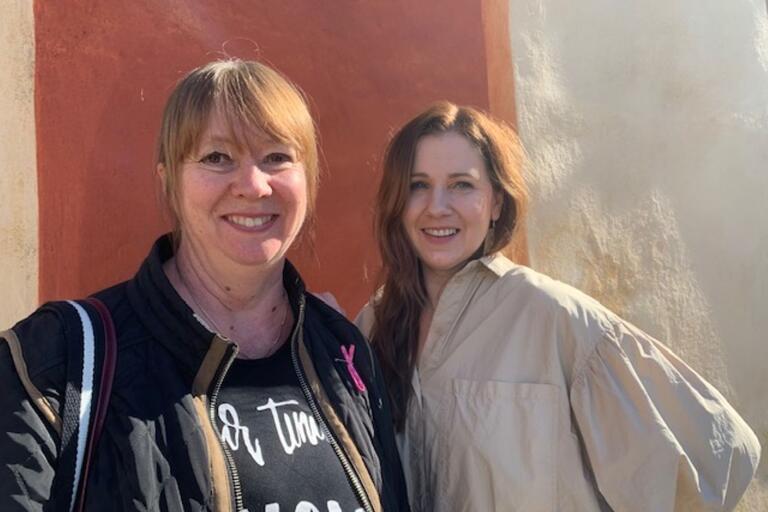 """Författaren Katarina von Bredow, till vänster, gästar Marie Magnusson i podden """"Bokstavligt talat""""."""