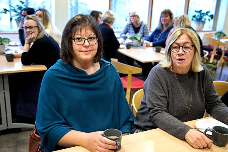 Cecilia Levin och Lotti Larsson var två av deltagarna som på måndagen examinerades som rehabkoordinatorer. Utbildningen har genomförts som en uppdragsutbildning som landstinget köpt av Karolinska institutet.