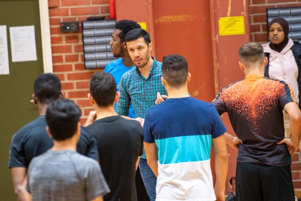 """Abdalla Hosseini kom som ensamkommande från Afghanistan. Nu jobbar han på Fryshuset som ledare """"Bra att Framtida Ungdomar tagit hit fler ungdomar"""", tycker han."""