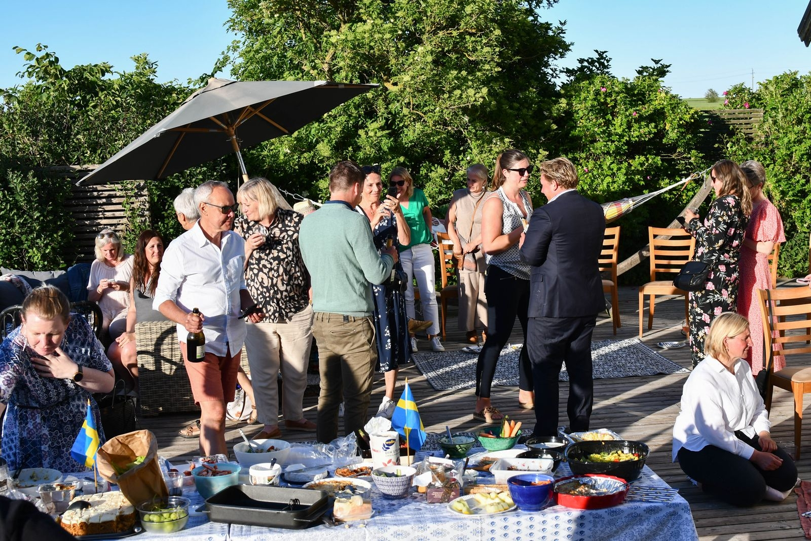 Efter en tuff vår samlades medarbetarna på Vårdcentralen i Ystad för att fira in sommaren tillsammans.