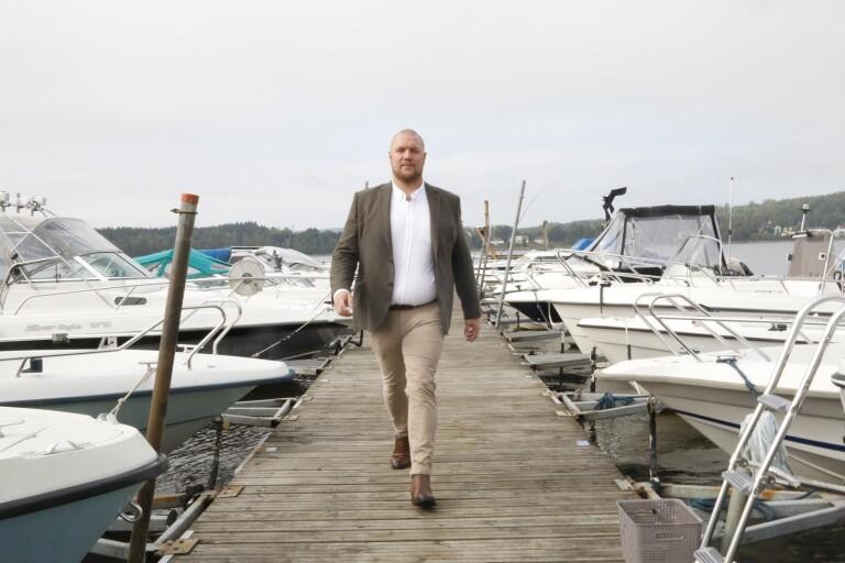 Wiktor Öberg (M) föreslår att kommunstyrelsen tar fram en plan för att lösa frågan om den ökande efterfrågan på båtplatser i Ulricehamn.