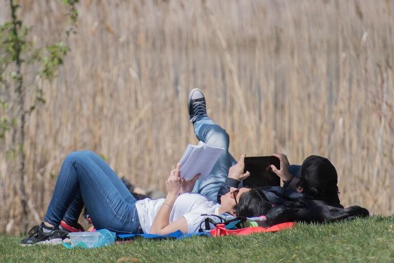 """Lena Kvist: """"Är jag en Karen om det plågar mig när min dotter inte läser?"""""""