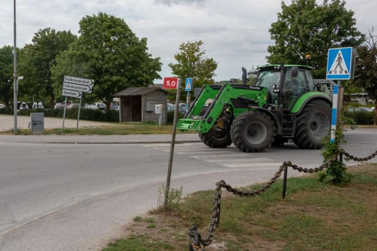 Blåljus: Rattfyllerist på traktor medtogs av polis