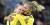 Stina Blackstenius och Fridolina Rolfö jublar efter Sveriges 1–0-mål borta mot Irland.
