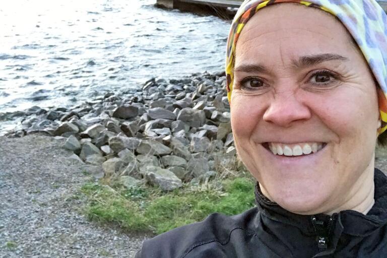 """Camilla Sjögren bestämde sig för att springa två varv runt Stumholmen varje dag. Denna sin """"runstreak"""" (att springa en kort runda varje dag) kompletterar hon med hot yoga. Det är bara att göra som hon och sätta upp sig på vår lista. Alla som finns med där och som är prenumeranter på BLT, kommer att delta i våra utlottningar som vi kör under våren. Det är precis så enkelt som det låter."""