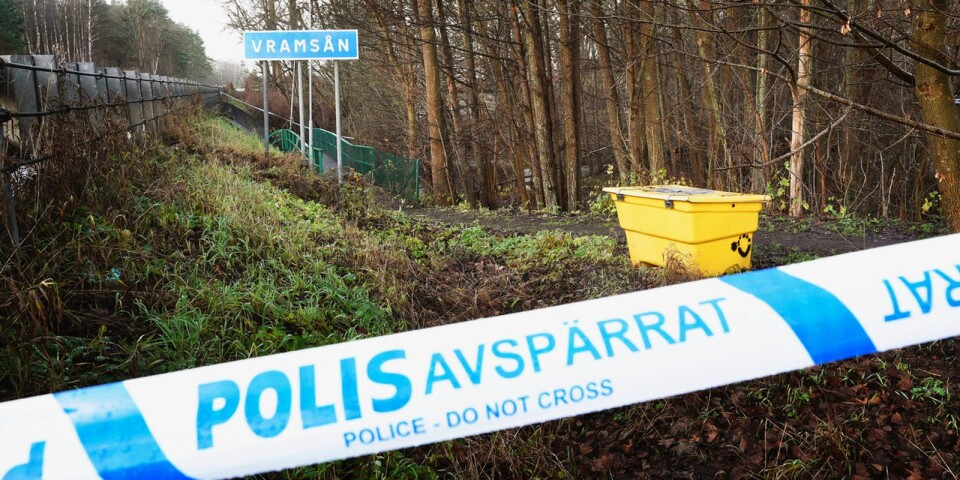 Polisavspärrningar vid Vramsån i Tollarp, där Emilia Lundbergs senare hittas död den 3 december 2019.