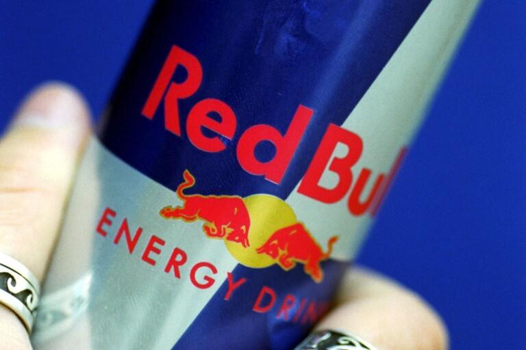 Fjortonåriga flickor snattade energidryck