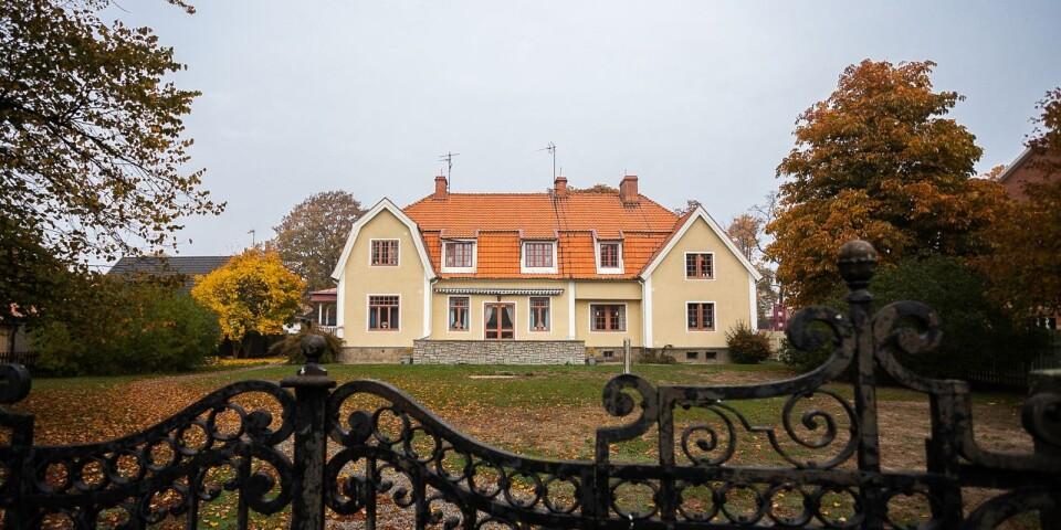 Den jättelika villan ligger på Malmen i centrala Kalmar.