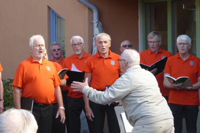 Manskören sjöng in tioårsjubileum på äldreboende