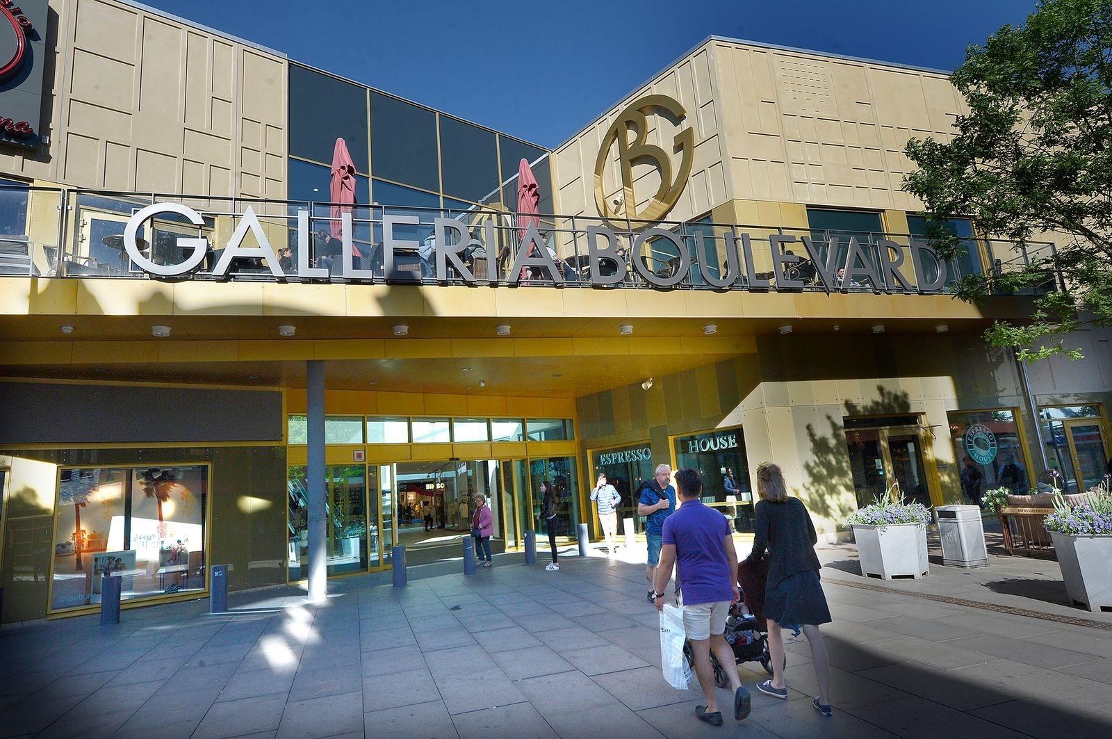 Låt högskolan flytta in i Galleria Boulevards lokaler.